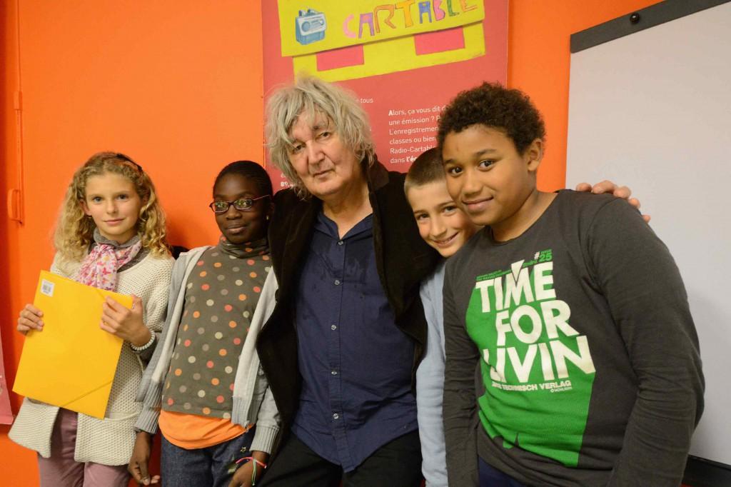 Mardi 15 octobre 2013, Le chanteur Jacques Higelin est venu gentiment passer une partie de l'après-midi avec les journalistes en herbe de Radio-Cartable ! Son interview par les enfants sera diffusée en deux parties  les jeudis 7 et 14 novembre prochain sur Radio-Cartable !