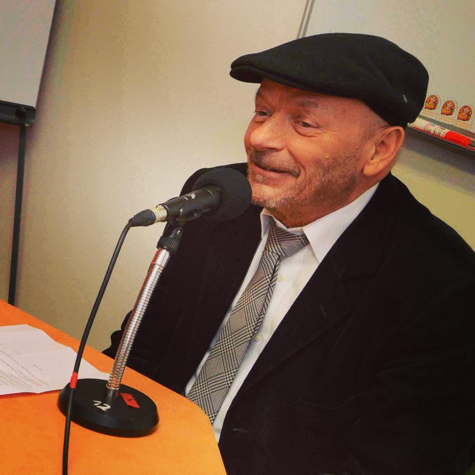 Pierre Gosnat, maire d'Ivry depuis 1998 est mort ce samedi 25 janvier 2015. Les eptits journalistes de Radio-Cartable se souviendront longtemps de sa venue au studio, en mars 2014, à l'occasion des trente ans de notre radio scolaire.